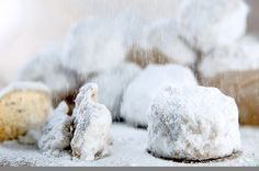 Φανταστικοί κουραμπιέδες Greek Sweets, Greek Desserts, Greek Recipes, Greek Cookies, Cake Cookies, Xmas Food, Christmas Sweets, Sweets Recipes, Cooking Recipes
