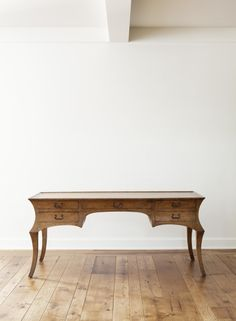 Inspiration has never been so beautiful. Meet the Cyrano desk by @Rose Tarlow Melrose House. #furniture  #desk #design