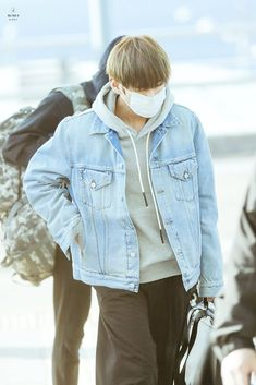 Taehyung Airport 170309 going to chile Taehyung 2017, Kim Taehyung, Denim Button Up, Button Up Shirts, Incheon, Jackets, Style, Jimin, Twitter