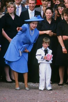 July 1986 ~ Queen Elizabeth II and Prince William are pictured after the wedding of Prince Andrew and Sarah Ferguson outside Westminster Abbey. Prince William was one of the page boys in the Royal wedding. Hm The Queen, Her Majesty The Queen, Save The Queen, Prince Andrew, Prince Phillip, Prince William, Prince Edward, William Kate, Princess Margaret