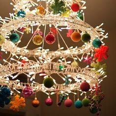 17 Gorgeous Christmas Chandelier For A Yuletide Home Decor Noel Christmas, Primitive Christmas, Winter Christmas, Christmas Lights, Vintage Christmas, Christmas Wreaths, Christmas Decorations, Christmas Ornaments, Modern Christmas