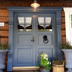 dobbel grå ytterdør - Google-søk Sweet Home, House Trim, Miniature Christmas, Search Instagram, Wooden Doors, Windows And Doors, Woodworking Projects, Cottage, Cabin