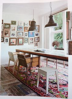 I love the mix of rug + wood.