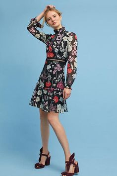 NEW Anthropologie Floral High-Neck Dress by Donna Morgan Size 14 Fit And Flare, Bohemian Mode, Date Night Dresses, Knee Length Dresses, Autumn Winter Fashion, Winter Style, Fall Fashion, Dress Patterns, Pattern Dress