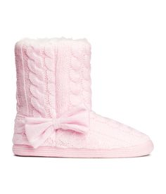 Light pink cable-knit slippers with soft soles, faux fur lining, and decorative side bow. | H&M Shoes