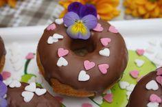 Halusin kokeilla saanko donitseista gluteenittomina maukkaita ja onnistuneita. Kyllä sainhan minä. Maistiaisia laitoin mieheni matkaan...