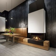 Charred wood walls - Zwarthout deliverd the shou-sugi-ban for Kal-Fire. an interior use. Modern Fireplace, Fireplace Wall, Living Room With Fireplace, Fireplace Surrounds, Fireplace Design, Living Rooms, Charred Wood, Interior Architecture, Interior Design