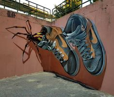Odeith is a street artist from Damaia, Portugal. Odeith makes realistic drawings using graffiti art. His drawings are so realistic. Murals Street Art, 3d Street Art, Amazing Street Art, Art Mural, Street Art Graffiti, Street Artists, Amazing Art, Graffiti Kunst, Graffiti Artwork