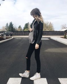 Find the trendiest maternity wear for this season and create a fashionable . - Find the trendiest maternity wear for this season and create a fashionable … – Maternity Fashio - Cute Maternity Outfits, Stylish Maternity, Maternity Wear, Maternity Clothing, Maternity Styles, Fashionable Maternity Clothes, Casual Pregnancy Outfits, Modern Maternity Clothes, Fashionable Mom