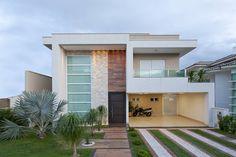 Fachada : Casas de estilo minimalista de Livia Martins Arquitetura e Interiores
