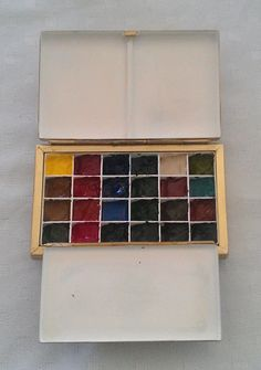 I use a beautiful hand made brass paintbox made by John of Littlebrassbox for my regular studio palette of 20 colours. Watercolor Pictures, Watercolor Tips, Watercolor Artists, Watercolor Pencils, Watercolours, Calligraphy Nibs, Travel Brushes, Process Art, Crates