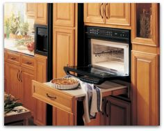 pull out counter under oven - I wish I would have thought of this when I was building my house