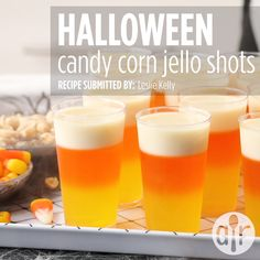 Halloween Candy Corn Jell-O® Shots - Halloween Rezepte Halloween Cocktails, Halloween Desserts, Video Halloween, Halloween Jello Shots, Bonbon Halloween, Halloween Bebes, Hallowen Food, Halloween Party Snacks, Halloween Cupcakes