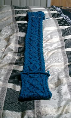 Adult cables scarf with pockets on the ends Handmade Scarves, Leg Warmers, Mittens, Panda, Knit Crochet, Pockets, Sewing, Hats, Fashion