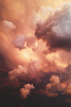 Golden clouds almost look surreal. Aesthetic Backgrounds, Aesthetic Iphone Wallpaper, Aesthetic Wallpapers, Wallpaper Sky, Wallpaper Backgrounds, Pretty Sky, Beautiful Sky, Sky Aesthetic, Sky And Clouds