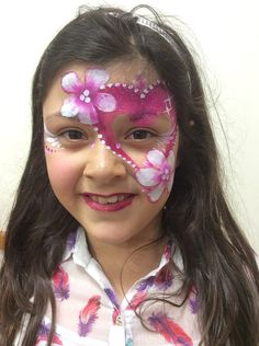 Fantasy Faces 4u, an award winning face painter, henna, glitter and body artist based in Wiltshire, for parties, workshops, festivals and events