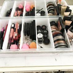 Makeup Storage, Makeup Organization, Makeup Set, Room Organization, Walk In Closet Inspiration, Jewelry Display Box, Beauty Salon Interior, Senior Home Care, Beauty Care