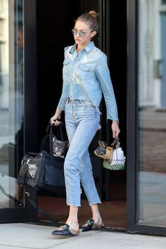 Gigi Hadid in Jeans - Leaving Her Apartment in NYC – Gigi Hadid, jeans Gigi Hadid Looks, Bella Hadid Style, Look Street Style, Model Street Style, Carrie Bradshaw, Jumpsuit Denim, Denim Shirt, Denim Fashion, Fashion Outfits