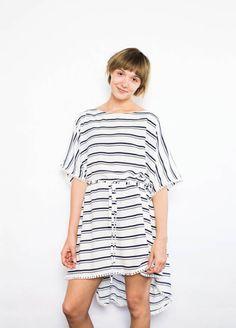 Kostenloses Schnittmuster ein einfaches Strandkleid im Kaftan-Stil. Mit ausführlicher Nähanleitung. PDF-Schnittmuster zum Ausdrucken.