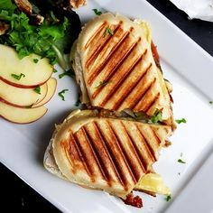 Panini met brie, serranoham en appel - Powered by Brunch Recipes, Wine Recipes, Gourmet Recipes, Vegetarian Recipes, Healthy Recipes, Love Food, A Food, Food And Drink, Grilled Sardines