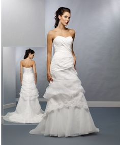 These beautiful wedding gowns of particularly good quality, we import ourselves.