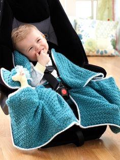 Cozy and cute blanket is specially tailored to fit with your baby in their car seat ~ free pattern ᛡ