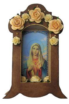 oratório médio com gravura Sagrado Coração de Maria e decorado com flores em papel artesanal