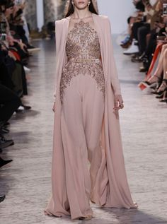 See the complete Elie Saab Spring 2017 Couture collection. inspirationen, Elie Saab Spring 2017 Couture Fashion Show Style Haute Couture, Couture Mode, Couture Fashion, Runway Fashion, Fashion Show, Fashion Design, Paris Fashion, Spring Couture, Fashion Spring