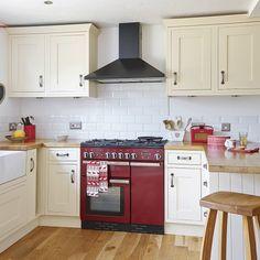 Neutral kitchen with red range cooker Range Cooker Kitchen, Kitchen Units, Red Kitchen, Kitchen Tiles, Kitchen Layout, Country Kitchen, Kitchen Interior, Kitchen Decor, Kitchen Design