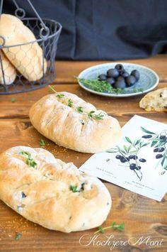 KochzereMoni: Ein neues Foodbloggerbuch & Rezept für kleine Oliven Thymian Buttermilchbrote mit Aufstrich Bread Bun, Bread Rolls, Bun Recipe, Comfort Food, Snacks, Bread Baking, Dips, Food And Drink, Recipes