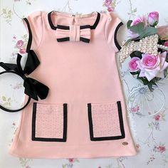 "1,041 Me gusta, 35 comentarios - ⚜️B e l l e P e t i t⚜️ (@bellepetitkids) en Instagram: ""Vestido Petit Cherie lindooo ⚜️Chanel Inspired ⚜️ e o preço?! Mais lindo ainda! R$ 136,90!…"" Cute Outfits For Kids, Cute Kids, Dress Neck Designs, Baby Girl Dresses, Amanda, Kids Fashion, Casual, Clothes, Baby Clothes Girl"