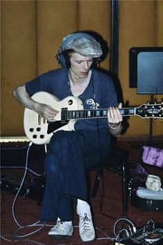Credit: Geoff MacCormack/Rock Archive During the recording of Station to Station, Bowie is seen here honing his songs. Geoff says: '. Les Paul, David Jones, Cherokee, Rock N Roll, David Bowie Pictures, David Bowie Starman, Ziggy Played Guitar, Station To Station, The Thin White Duke