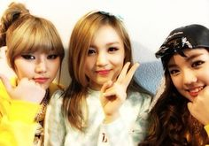 Lee Hi poses with D-Unit's JNEY and Zin