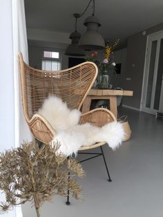 Living room – Look inside at – chair Cozy Living Rooms, Home Living Room, Living Room Decor, Bedroom Decor, Sofa Rattan, Balcony Chairs, Sunroom Decorating, College Room, Home And Deco