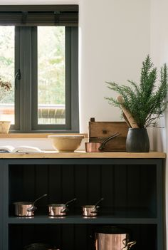 Open cabinets were the star of the kitchen, they were big and deep and held all the pots and pans in one easy to access spot and best of all, the beautiful copper kitchenware literally shone out from the dark