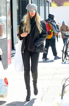 Break time! On Thursday it seems Candice Swanepoel took a well deserved afternoon off for some shopping with a friend
