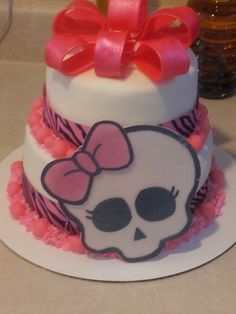 This looks like a really awesome productIdeas for decorating Angelinas birthday cake. Monster High Birthday Cake, Monster High Cakes, Birthday Cake Girls, Birthday Ideas, Teen Cakes, Girl Cakes, Monster High Decorations, Cupcake Cookies, Cupcakes