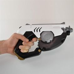3D designer Simone Fontana has released the files for a 3D printed replica of Tracer's gun from the upcoming Blizzard game Overwatch.