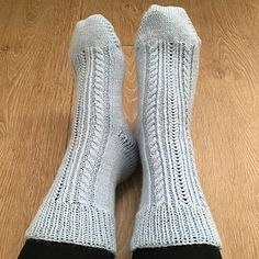 Icy cable sock knitting pattern in 4 ply yarn