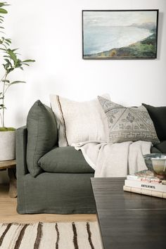 5 Crucial Elements of an Ultimate Bedroom Design Vintage Dining Chairs, Vintage Bench, Vintage Pillows, Vintage Furniture, Living Room Sectional, Living Room Furniture, Living Room Decor, Living Rooms, Living Spaces
