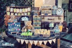 www.kamalion.com.mx - Mesa de Dulces / Candy Bar / Postres / Baby Shower / Verde, azul y amarillo / Blue, yellow & green / Rustic Decor / Dulces / Carrete / Madera / Lecheros / Maletas  / It's a boy / Osos / Teddy / chalkboard / letrero.