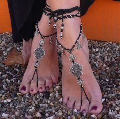 "Barefoot Sandals Filigree "" Heart of Viana"" Black - Foot Jewelry - Toe Anklet Beaded Crochet Hippie Sandals. Beautiful and unique barefoot sandals with a portuguese vibration. They look great as a necklace or you can use it as a slave bracelet. Handmade crochet with love and care using waxed polyester cord, tibetan silver beads, filigree heart of viana and filigree flower charms, achira seed beads and glass beads. The lace is long enough to wrap it 2 times around the leg. These sandals…"