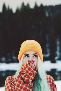 womens fashion // beanie // winter // mountains // comfy flannel