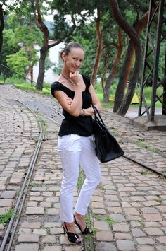 Summer in black Jean Top, Pepe Jeans, White Jeans, Valentino, Fashion Inspiration, Trousers, Fashion Outfits, Bag, Summer