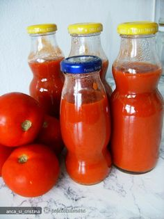 Reteta Ketchup is part of pizza - Reteta Ketchup din Carte de bucate, Conserve, muraturi Specific Romania Cum sa faci Ketchup Pizza Recipes, Cooking Recipes, Canning Pickles, Yummy Food, Tasty, Hot Sauce Bottles, Preserves, Celery, Food And Drink