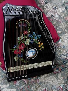 Black Flower detail Chord Zither