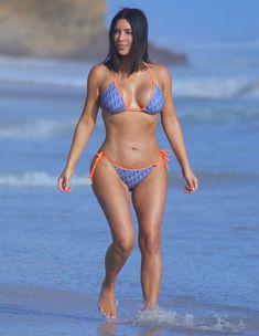 Kim Kardashian Bikini, Kourtney Kardashian, Bikini Orange, Bikini Bleu, Mode Du Bikini, Sexy Bikini, Mädchen In Bikinis, Vintage Bathing Suits, Scrunch Bikini