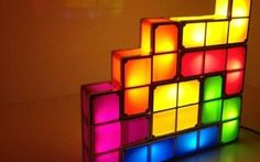 The Stackable Tetris LED Desk Lamp is made up of 7 different pieces but what totally blew our minds away was the fact that each piece will light up individually when stacked on the others. Top 10 Gadgets, Mens Gadgets, Cool Gadgets, Puzzle Lampe, Tetris, Classic Video Games, Led Desk Lamp, Lamp Sets, Lampe Led