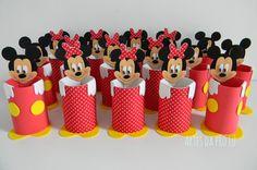Lembrancinhas do Mickey e da Minnie como porta lápis Foto de Artes da Pró Lu Mickey Mouse Crafts, Mickey Y Minnie, Rainbow Crafts, Mini Mouse, Ideas Para Fiestas, 1st Birthday Parties, Dolls, Kids, Erika
