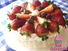Bécsi baracktorta Fruit Salad, Strawberry, Sweets, Food, Sweet Pastries, Goodies, Essen, Fruit Salads, Strawberry Fruit